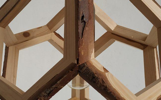 Lampada in legno OBERON pigna - Fulcro Firenze
